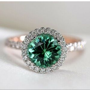 NEW Gorgeous Green Stone 925 Sterling Silver Ring